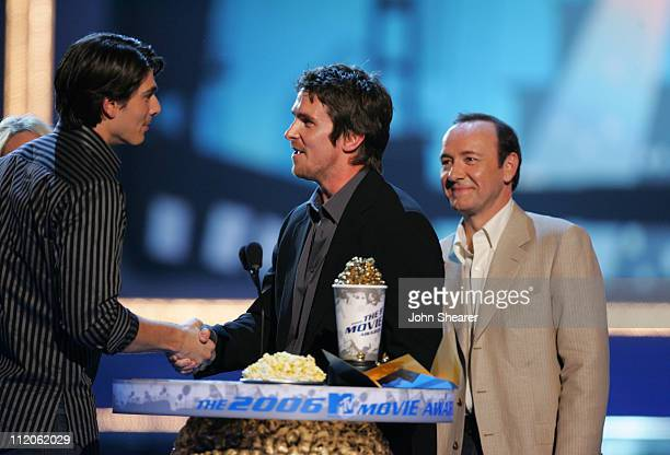 Christian Bale winner of Best Hero for 'Batman Begins' with Brandon Routh and Kevin Spacey presenters