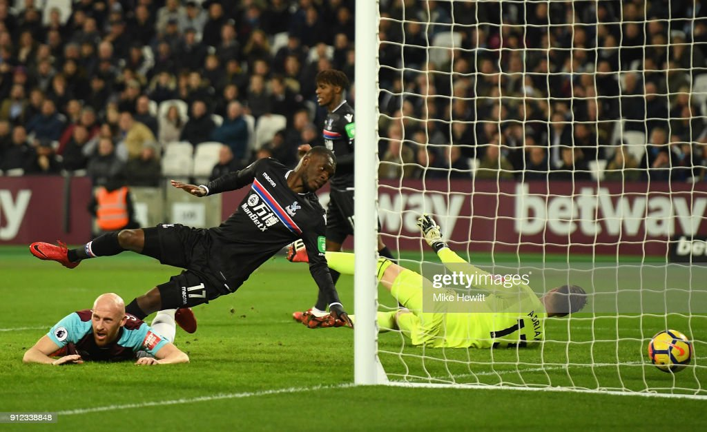 Christian Benteke of Crystal Palace scores his sides first goal during the Premier League match between West Ham United and Crystal Palace at London Stadium on January 30, 2018 in London, England.