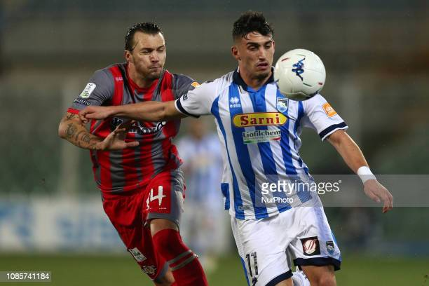 Christian Capone and Vasile Mogos US Cremonese battle for the ball during the Italian Serie B 2018/2019 match between Pescara Calcio 1936 FC and US...