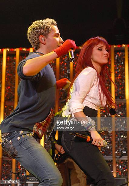 Christian Chavez and Dulce Maria of RBD perform 'Tu Amor'