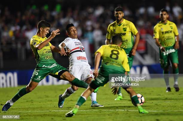 Christian Cueva of Brazils Sao Paulo vies for the ball with Nicolas Stefanelli of Argentina's Defensa y Justicia during their 2017 Copa Sudamericana...