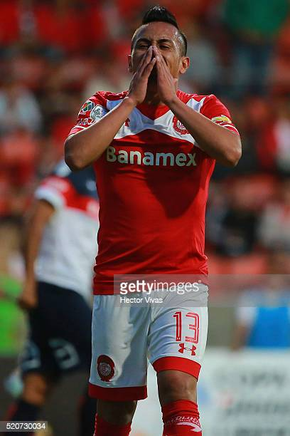 Christian Cueva of Toluca reacts during a match between Toluca and San Lorenzo as part of the Copa Bridgestone Libertadores 2016 at Nemesio Diez...