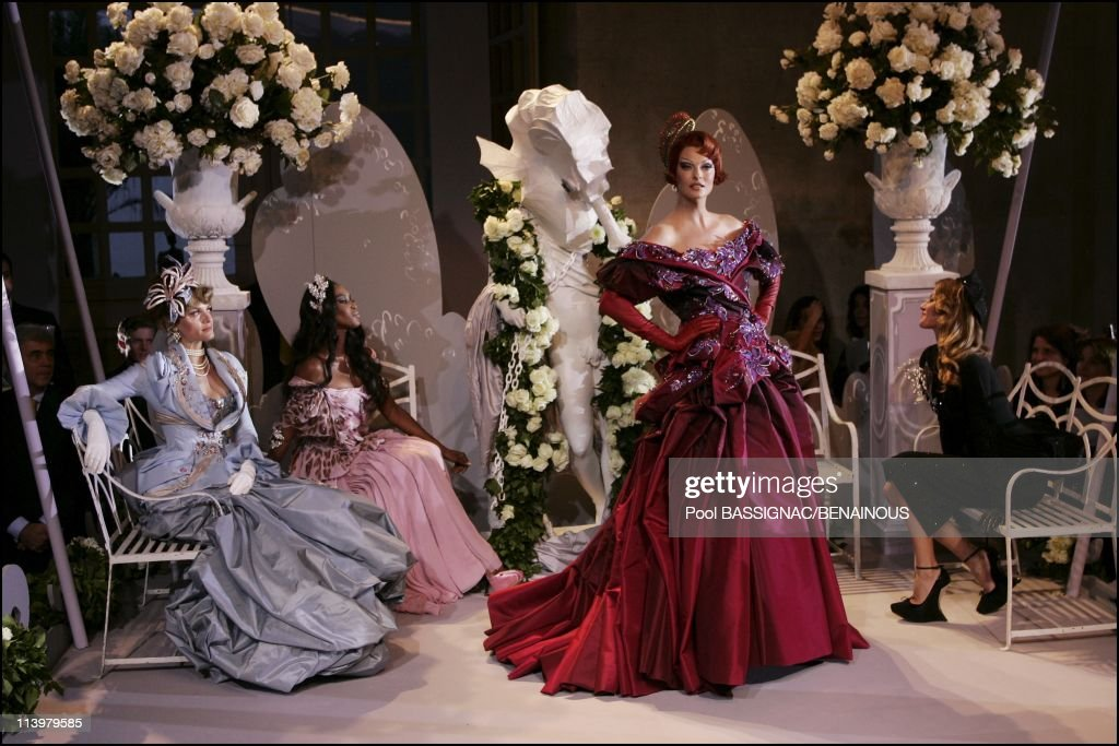 Christian Dior, Haute Couture Autumn-Winter 2007-2008 fashion show at Orangerie in Versailles Palace in Versailles, France On July 02, 2007- : ニュース写真