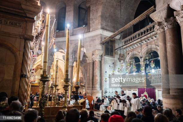 christian easter mass church of the holy sepulchre, jerusalem, israel - greek orthodox easter stock pictures, royalty-free photos & images