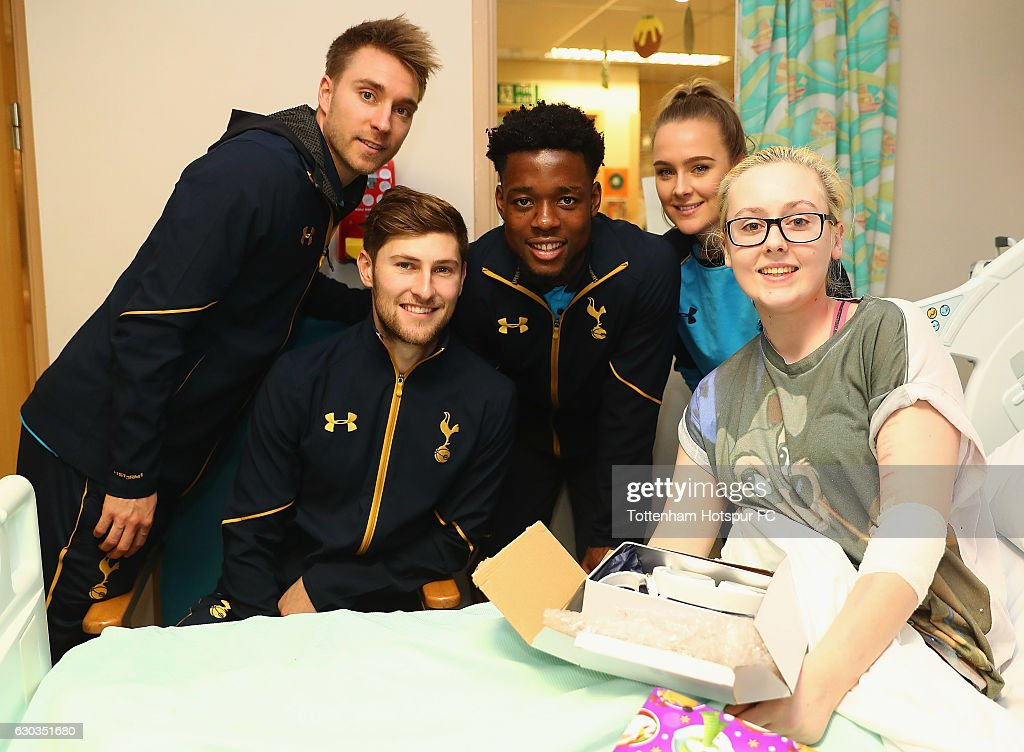 Christian Eriksen, Ben Davies, Josh Onomah and Josie Green of Tottenham Hotspur deliver Christmas presents to Children at Barnet Hospital on December 21, 2016 in London, England.