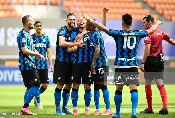 Christian Eriksen of FC Internazionale celebrates with his team mates after scoring his side's second goal during the Serie A match between FC...