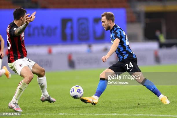 Christian Eriksen of FC Internazionale controls the ball during the Serie A match between FC Internazionale and AC Milan at Stadio Giuseppe Meazza on...
