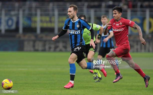 Christian Eriksen of FC Internazionale is challenged by Erick Pulgar of ACF Fiorentina during the Coppa Italia Quarter Final match between FC...
