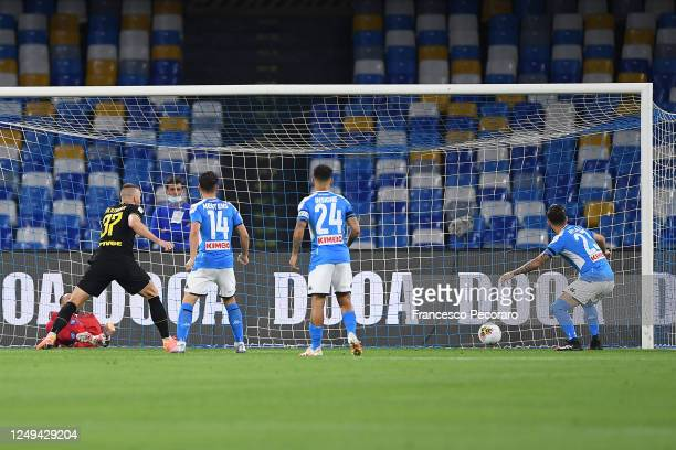 Christian Eriksen of FC Internazionale scores the 01 goal during the Coppa Italia SemiFinal Second Leg match between SSC Napoli and FC Internazionale...