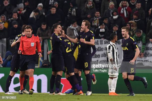Christian Eriksen of Tottenham Hotspur celebrates after scoring the equalizing goal during the UEFA Champions League Round of 16 First Leg match...