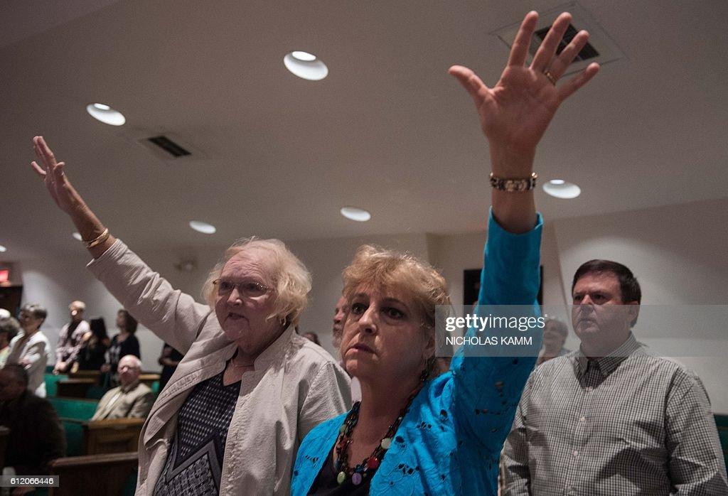 US-VOTE-RELIGION-EVANGELICALS : News Photo