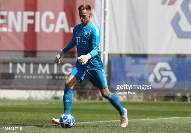 Christian Fruchtl of Bayern Munchen in action during the UEFA Youth League match between SL Benfica and FC Bayern Munchen at Caixa Futebol Campus on...