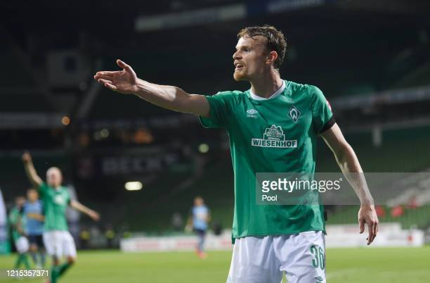Christian Gross of SV Werder Bremen reacts during the Bundesliga match between SV Werder Bremen and Borussia Moenchengladbach at Wohninvest...