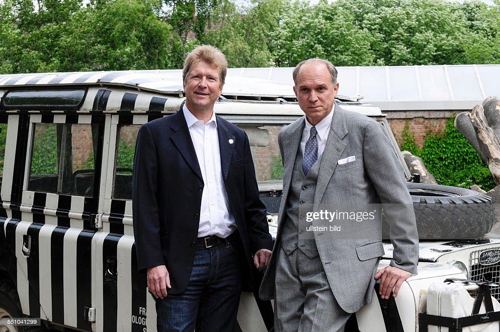 Christian Grzimek (li), Enkel von Prof. Bernhard Grimek und Ulrich Tukur : News Photo