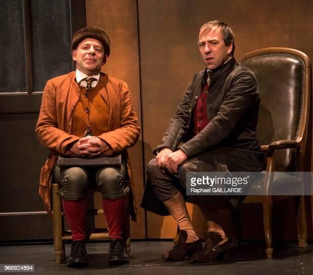 Christian Hecq et Nicolas Lormeau de la ComédieFrançaise interprètent au 'Théâtre du VieuxColombier' la pièce 'Les Rustres' de Carlo Goldini le 20...