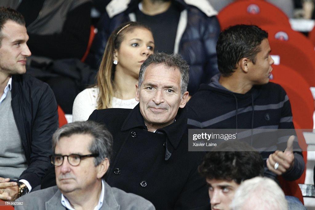 Personnalities Attend Paris Saint-Germain Vs Toulouse FC - League 1 : Photo d'actualité
