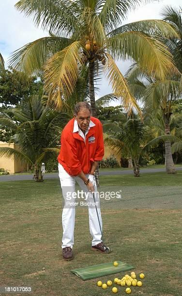 Christian Kohlund am Rande der Dreharbeiten zur ARDReiheTraumhotels 1Folge Sterne über Mauritius Golfplatz Le Paradis Le Morne/Mauritius Indischer...