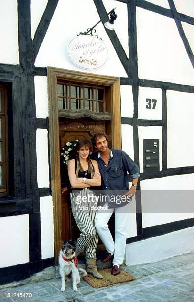Christian Kohlund Ehefrau Elke Best Pressevorführung TVSerie 'Die Insel' Galeria CafŽ Ratlingen Schauspieler Hund