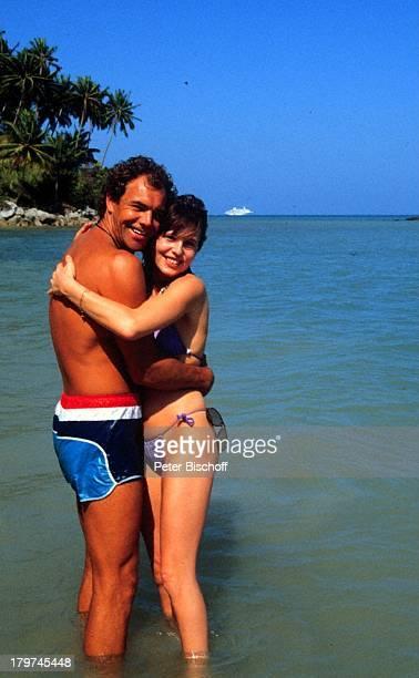 Christian Kohlund Ehefrau Elke Best ZDFReihe 'Traumschiff' Folge 14 'Bali' Bali/Asien Strand Meer Bikini Badehose Urlaub Schauspieler
