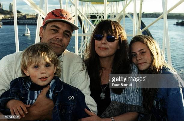 Christian Kohlund mit Ehefrau Elke BestSohn Luca Tochter Francesca UrlaubGriechenland Mütze Sonnenbrille