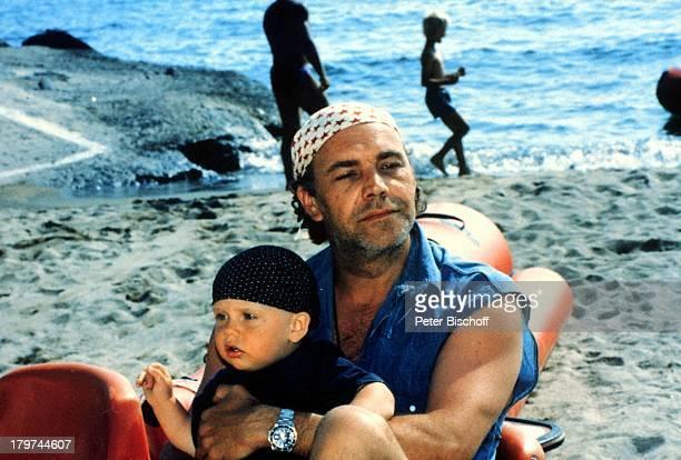 Christian Kohlund mit Sohn Luca MariaGriechenland Urlaub Familie StrandMeer
