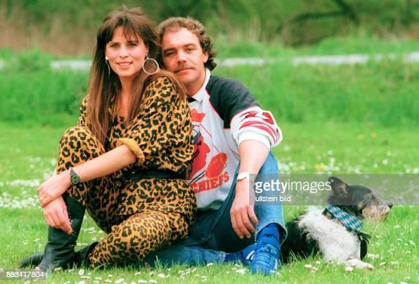 Christian Kohlund Schauspieler Schweiz mit Ehefrau Elke Best Sängerin und Hund