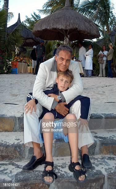 Christian Kohlund Sohn Luca Maria Kohlund ARDReiheTraumhotels 1Folge Sterne über Mauritius Hotel Dinarobin Le Morne/Mauritius Indischer Ozean...