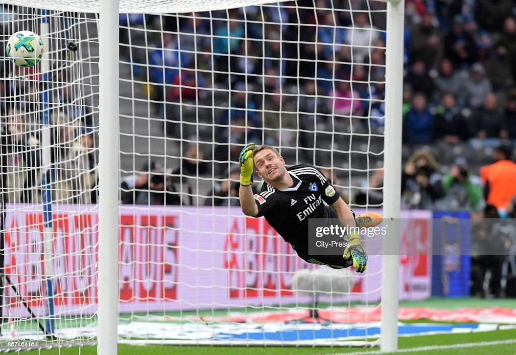Christian Mathenia of Hamburger SV during the game between Hertha BSC and Hamburger SV on October 28, 2017 in Berlin, Germany.