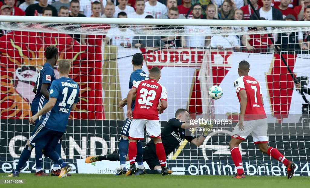 Christian Mathenia of Hamburger SV (C) gest the thrid goal by Danny Latza of Mainz (not in thje picture) during the Bundesliga match between 1. FSV Mainz 05 and Hamburger SV at Opel Arena on October 14, 2017 in Mainz, Germany.