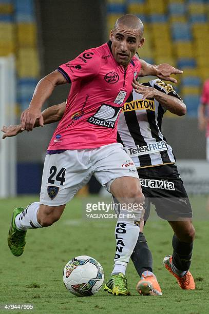 Christian Nunez of Ecuador's Independiente del Valle vies for the ball with Gabriel of Brazil's Botafogo during their 2014 Copa Libertadores football...