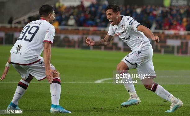 Christian Oliva of Cagliari Calcio celebrates his goal with his teammate Giovanni Simeone during the Serie A match between Atalanta BC and Cagliari...