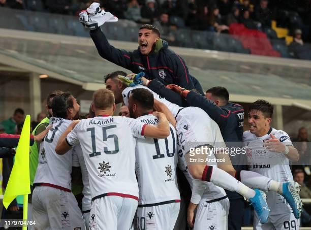 Christian Oliva of Cagliari Calcio celebrates his goal with his teammates during the Serie A match between Atalanta BC and Cagliari Calcio at Gewiss...