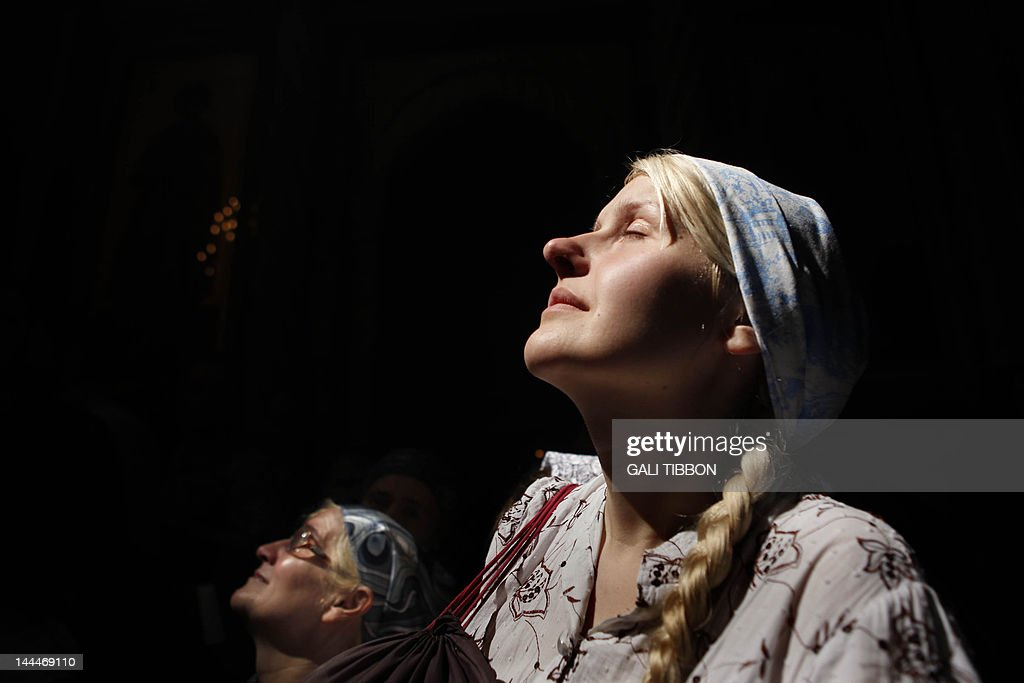 Christian Orthodox worshippers hold thei : News Photo
