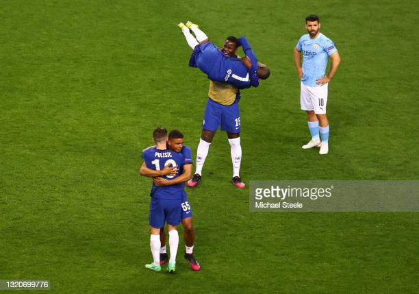 Christian Pulisic and Tino Anjorin of Chelsea celebrate following their side's victory in the UEFA Champions League Final between Manchester City and...