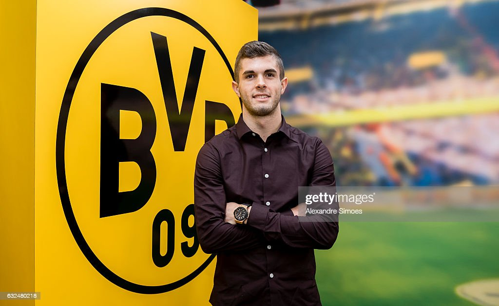 Christian Pulisic Signs Contract Extension for Borussia Dortmund : News Photo