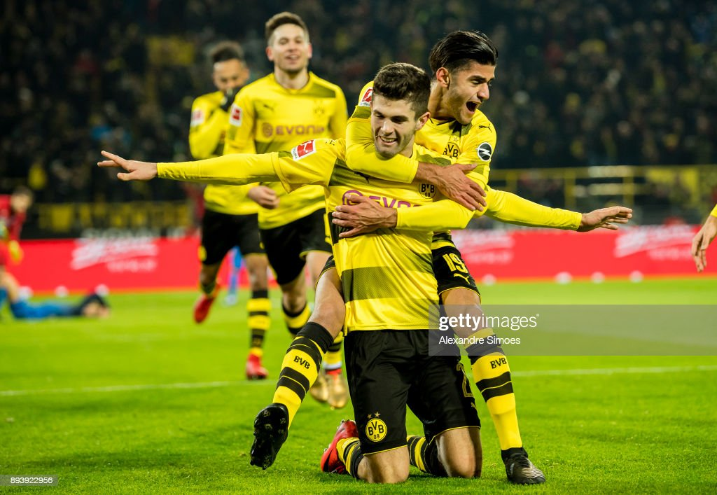 Christian Pulisic of Borussia Dortmund celebrates scoring the winning goal to the 2:1 with his team mates during the Bundesliga match between Borussia Dortmund and SG 1899 Hoffenheim at the Signal Iduna Park on December 16, 2017 in Dortmund, Germany.