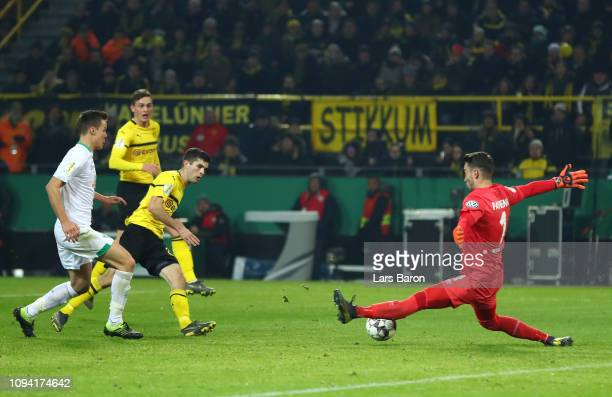 Christian Pulisic of Borussia Dortmund scores his team's second goal during the DFB Cup match between Borussia Dortmund and Werder Bremen at Signal...