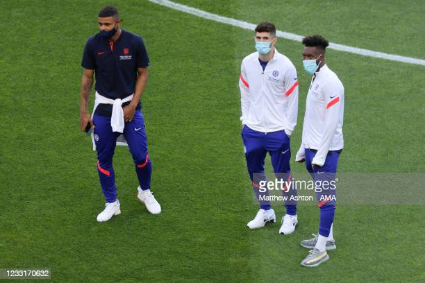 Christian Pulisic of Chelsea and Tammy Abraham of Chelsea arrive during the UEFA Champions League Final between Manchester City and Chelsea FC at...