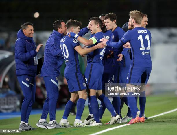 Christian Pulisic of Chelsea celebrates with team mates after scoring their side's first goal during the UEFA Champions League Semi Final First Leg...