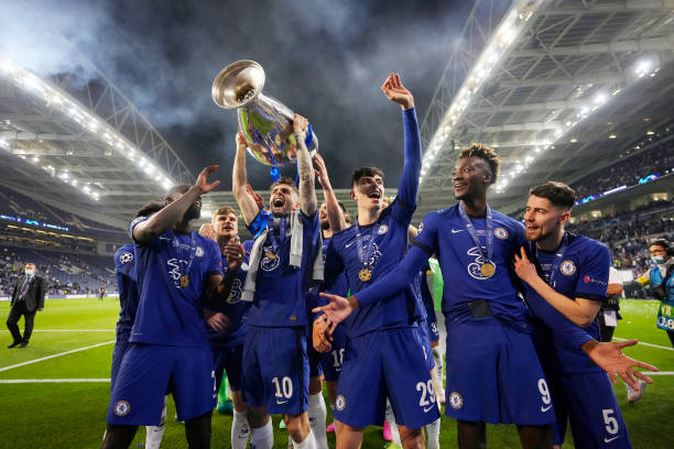 Christian Pulisic of Chelsea celebrates with the Champions League Trophy with team mates Antonio Ruediger, Kai Havertz and Tammy Abraham following...