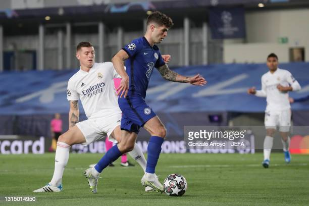 Christian Pulisic of Chelsea competes for the ball with Toni Kroos of Real Madrid CF during the UEFA Champions League Semi Final First Leg match...