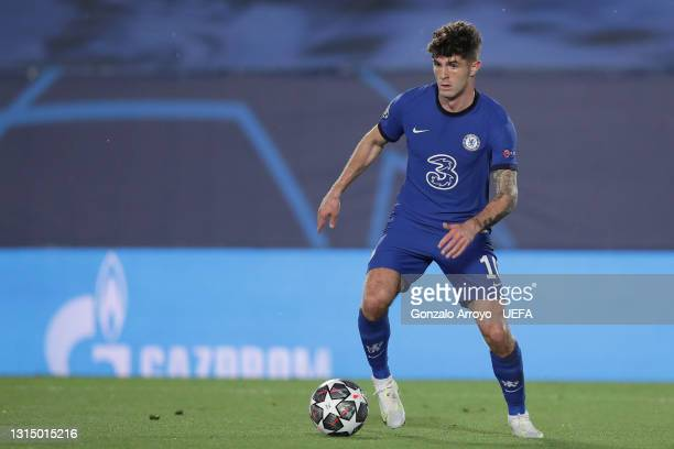 Christian Pulisic of Chelsea controls the ball during the UEFA Champions League Semi Final First Leg match between Real Madrid and Chelsea FC at...