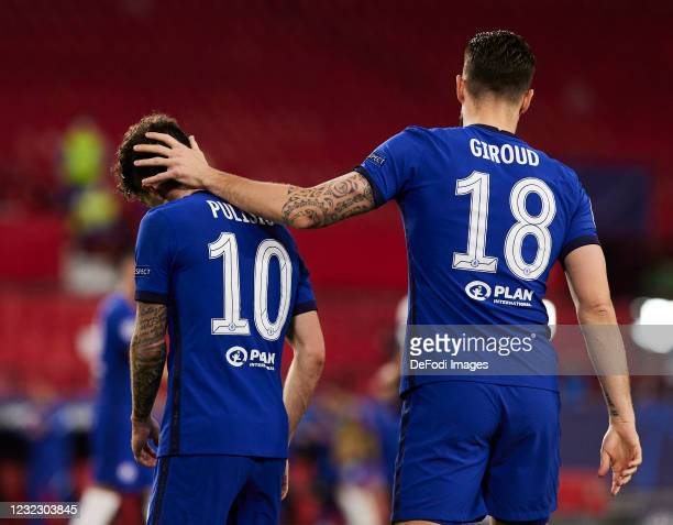 Christian Pulisic of Chelsea FC and Oliver Giroud of Chelsea FC celebrate during the UEFA Champions League Quarter Final Second Leg match between...