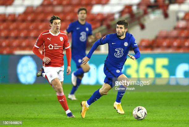 Christian Pulisic of Chelsea runs with the ball during The Emirates FA Cup Fifth Round match between Barnsley and Chelsea at Oakwell Stadium on...