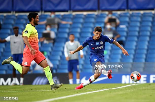 Christian Pulisic of Chelsea scores his sides first goal during the Premier League match between Chelsea FC and Manchester City at Stamford Bridge on...