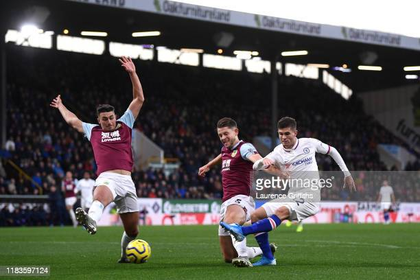 Christian Pulisic of Chelsea scores his team's first goal during the Premier League match between Burnley FC and Chelsea FC at Turf Moor on October...