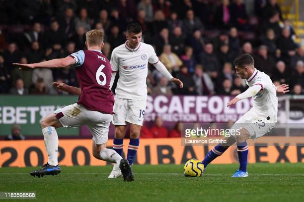 Christian Pulisic of Chelsea scores his team's second goal during the Premier League match between Burnley FC and Chelsea FC at Turf Moor on October...