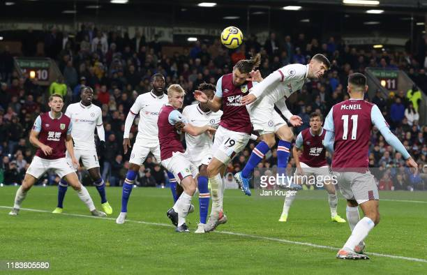 Christian Pulisic of Chelsea scores his team's third goal during the Premier League match between Burnley FC and Chelsea FC at Turf Moor on October...