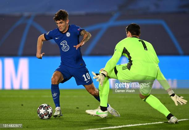 Christian Pulisic of Chelsea takes the ball round Thibaut Courtois of Real Madrid before scoring their side's first goal during the UEFA Champions...