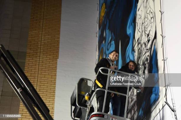 Christian Pulisic of Chelsea visits an art installation painted by Solomon Souza and commissioned by club owner Roman Abramovich to commemorate...